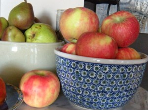 """Apples and Pears from the Oregon """"Fruit Loop"""" photo: JParadisi"""
